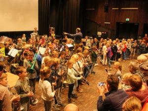 Schoolproject opleiding Harmonie Kaatsheuvel in trek | Vrolijke afsluiting Music@School